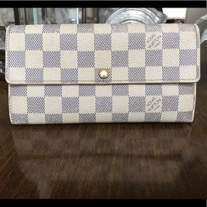 Authentic Louis Vuitton Sarah Wallet